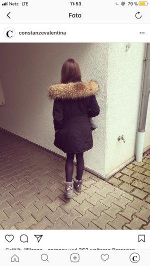 schwarze winterjacke mit xxl Pelz
