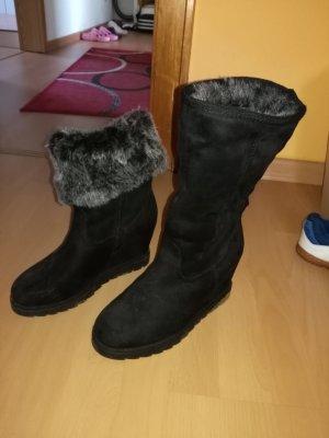 schwarze winterstiefel