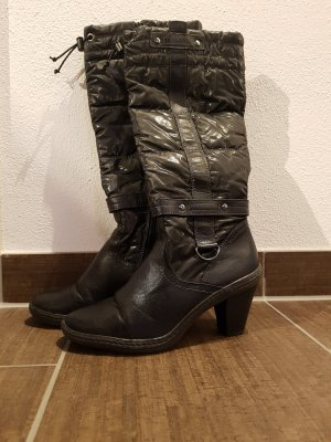 Schwarze Winterstiefel in Daunen Optik