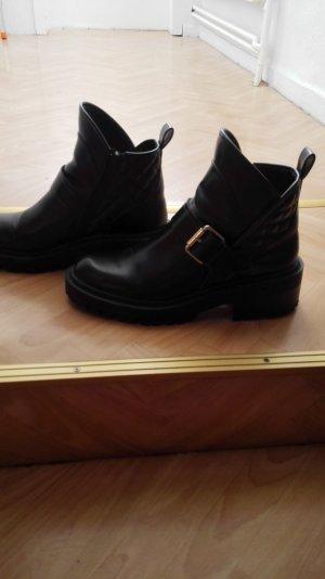 Schwarze Zara Army Boots Booties mit silbernen Schnallen Größe 40