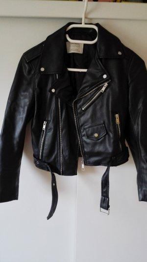 Schwarze Zara Lederjacke mit silbernen Details Größe 34 xs