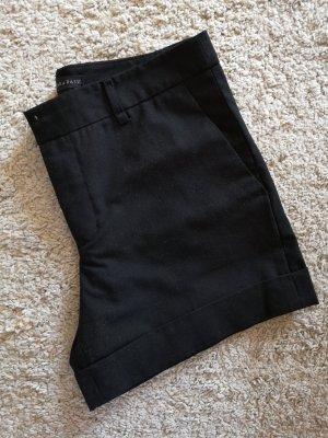 Schwarze Zara Shorts