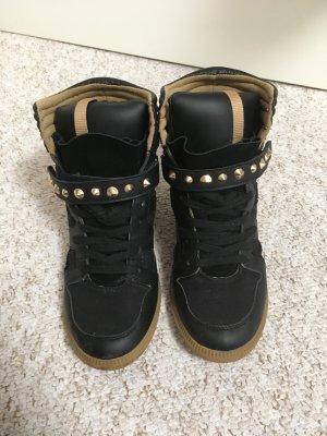 schwarze Zara Sneaker mit goldenen Nieten