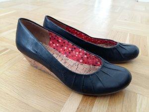 Schwarzer Absatz-Schuh