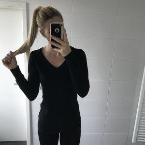 schwarzer basic Pullover mit V-Ausschnitt eng