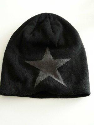 Schwarzer Beanie mit grauen Stern