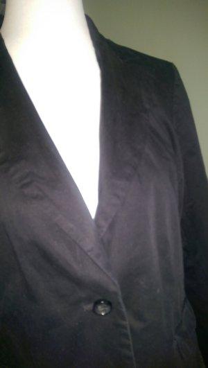 schwarzer Blaser mit Kragen