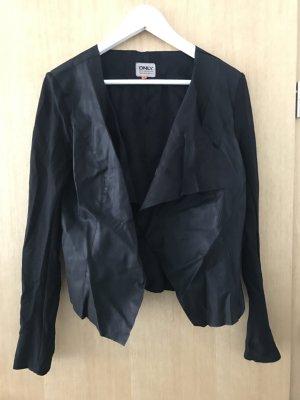 Schwarzer Blazer mit Lederaplikationen
