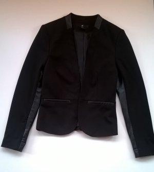 Schwarzer Blazer mit Ledereinsätzen *H&M*