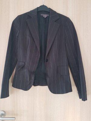 Schwarzer Blazer mit leichten weißen Streifen