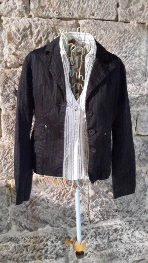 schwarzer Blazer mit weiß-grauen Streifen