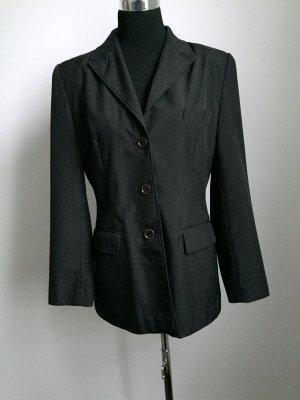 Schwarzer Blazer oder Blazerjacke aus festen Stoff
