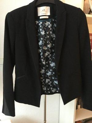 Schwarzer Blazer von Bershka mit Leder-Details am Ärmel