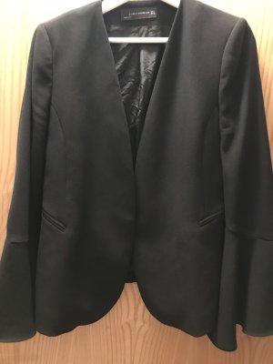 Schwarzer Blazer von Zara mit Fledermausärmeln