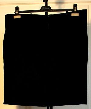 Schwarzer Bürorock - mit breiten Gürtelschlaufen