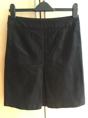 Schwarzer Business-Rock von Zara in S mit Kellerfalte vorn & hinten (Länge 56 cm, Bundweite 37 cm)