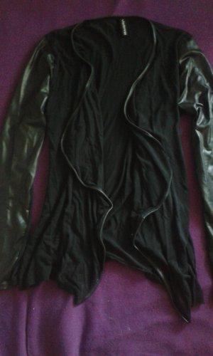 schwarzer Cardigan mit Lederärmeln