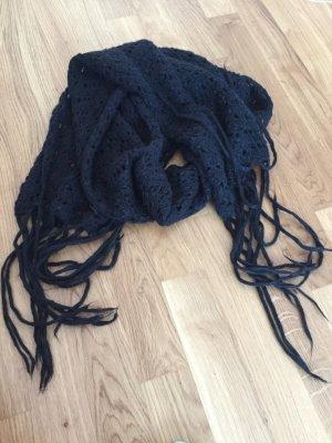 Schwarzer cooler Schal