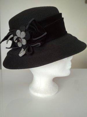 Schwarzer Designer Hut mit Blumendekor