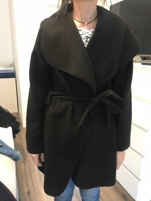 Schwarzer dünner Mantel