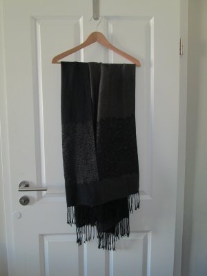 schwarzer, dünner Schal /-s Tuch, Stola
