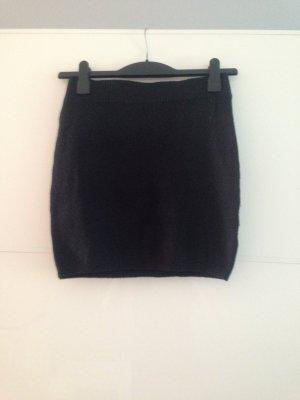 Schwarzer, eng geschnittener Wollrock