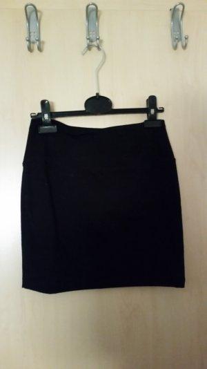 schwarzer enger bleistiftrock