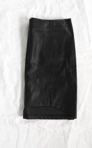 schwarzer enger Lederrock
