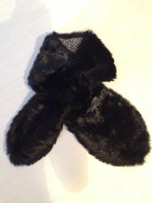 Schwarzer Fake-Fur Schal von Banana Republic