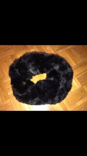 Schwarzer Fakefur Loop von H&M