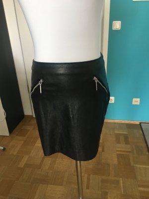 Schwarzer Fakeleder Minirock, H&M, XS