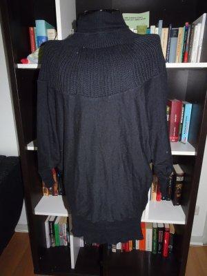 Schwarzer Fledermauspullover mit Rollkragen