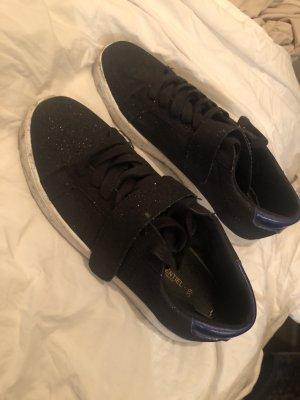 Schwarzer Glam Sneaker