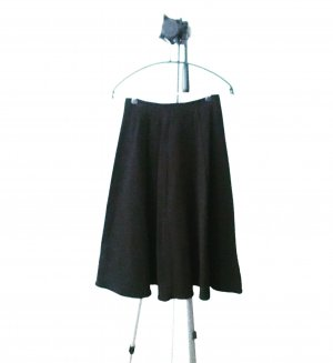schwarzer glockenrock / midi / vintage / classy / black skirt
