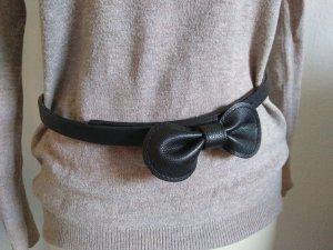 schwarzer Gürtel mit Schleife
