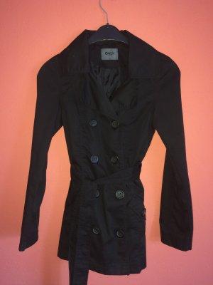 Schwarzer halblanger Mantel für den Frühling