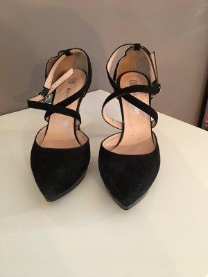 Schwarzer High Heel aus Nubukleder