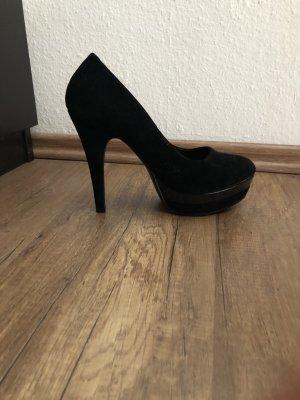 schwarzer High Heel mit Plateau