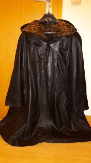 Schwarzer hochwertiger Ledermantel