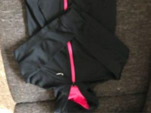 Schwarzer Hoodie von Nike
