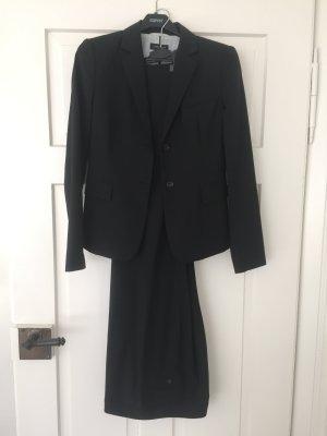 Schwarzer Hosen-Anzug