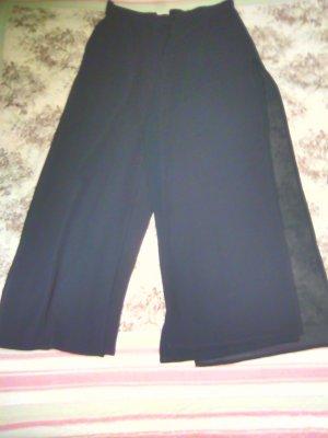 Schwarzer Hosenrock 3/4-lange Beine
