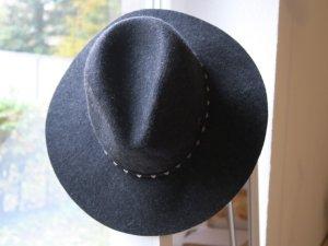 Schwarzer Hut für Herbst/ Winter von Barts