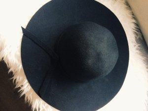Schwarzer Hut mit Schleife