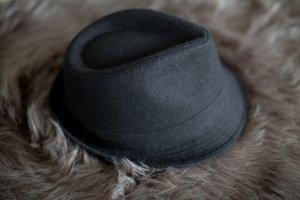Schwarzer Hut (Trilby)