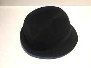Schwarzer Hut von CHANEL