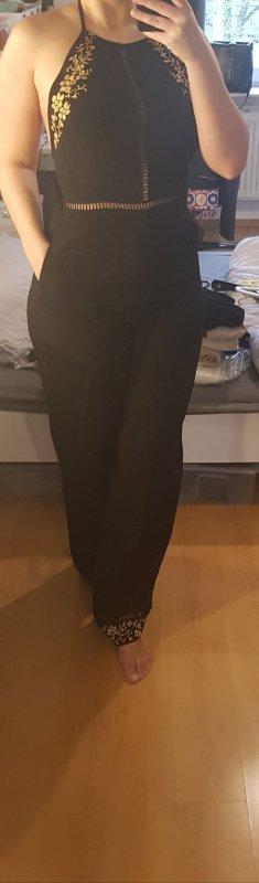Schwarzer Jumpsuit mit goldenen Details