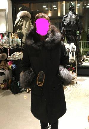 Schwarzer Kaninchen Parker mit Fuchs von Miss Furs