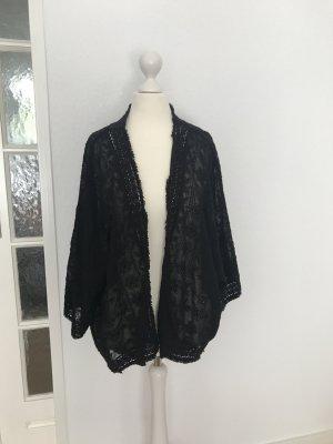 Schwarzer Kimono mit Stickereien