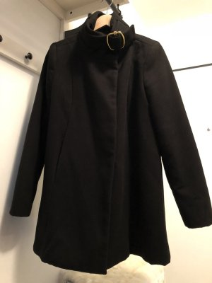 Mango Abrigo corto negro